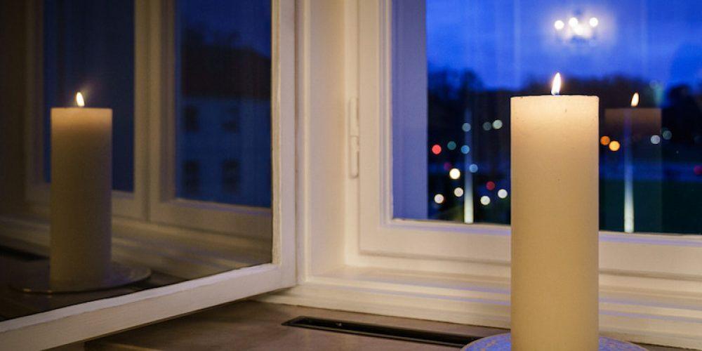 Lichtfenster – Gedenken an die Verstorbenen der Corona-Pandemie