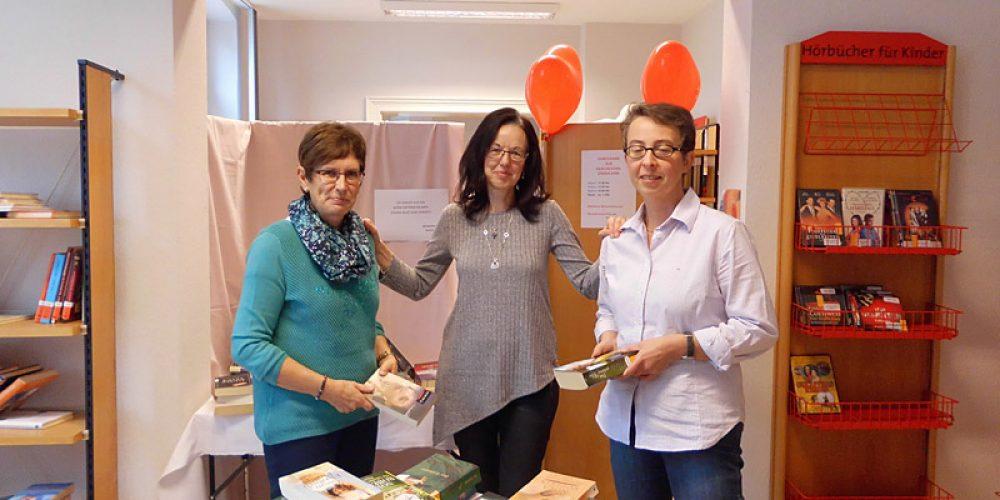 Büchereiflohmarkt mit Kaffeewaffeln und Geschichtenerzählerin