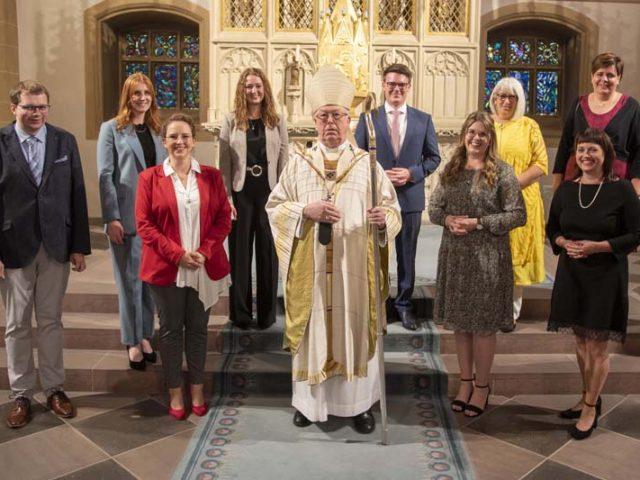 Erzbischof Becker beauftragt Ute Paschedag und sieben weitere GemeindereferentInnen