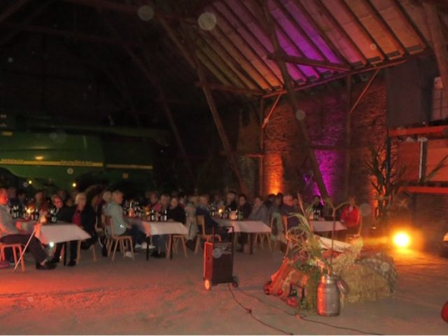 LandFrauen feiern Erntedank in Sprinks Scheune
